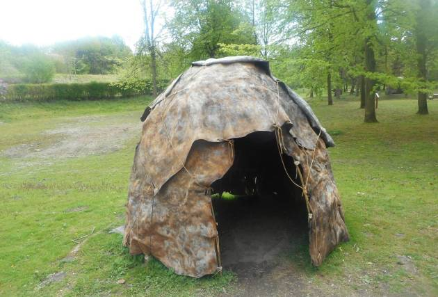 Жилище хижина древних людей неандертальцев